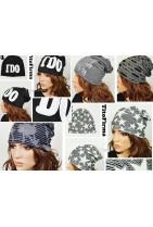 czapka z napisami